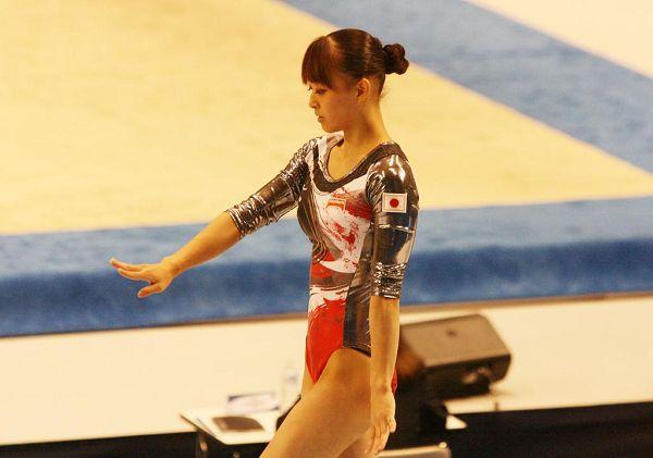 北京时间10月13日,2011体操世锦赛进入女子全能决赛阶段,日本体操美女