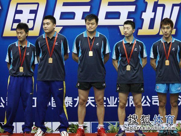 图文:[乒乓球]全锦赛男团决赛 男团冠军北京