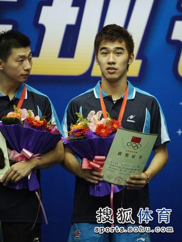 图文:[乒乓球]全锦赛男团决赛 闫安与马龙