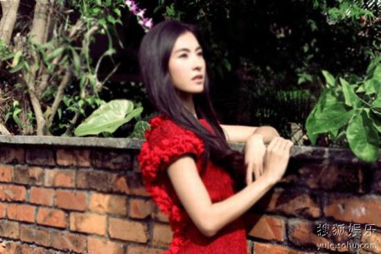 张柏芝在《曾经》MV中的造型非常唯美