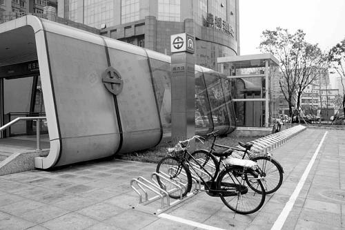 南市场站自行车停车场图片
