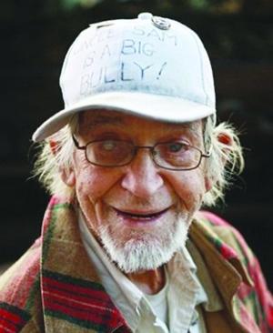 97岁喜剧演员 为慈善沿街乞讨