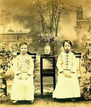 溥仪妹妹二格格、三格格。