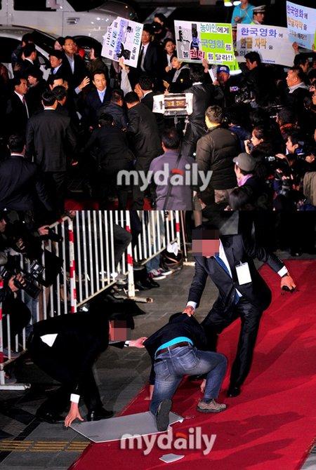 一群有听障问题的民众举行了要求韩国电影添加韩文字幕的游行
