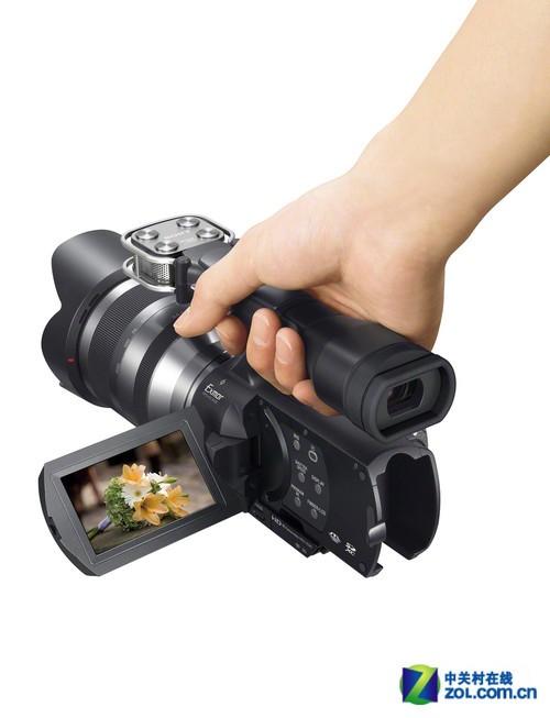 NEX-VG20E机身的手持部分设计,贴合度高使拍摄更稳定