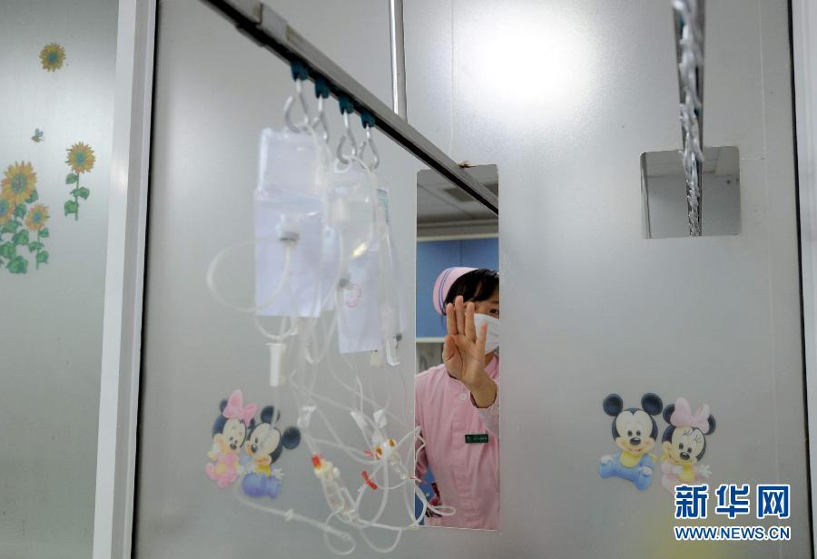 女人用手输液的图片_医院输液图片_医院输液手部图片,女生在医院输液图片图片