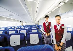 空客320机舱座位图图片大全 客车机舱内向参观者展示座位上