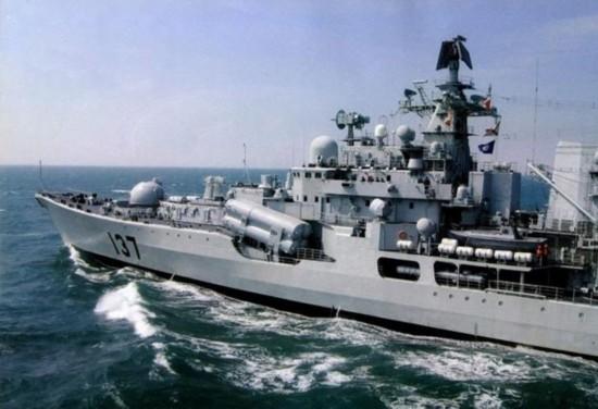 大胆级驱逐舰_资料图:解放军现代级驱逐舰的前主炮