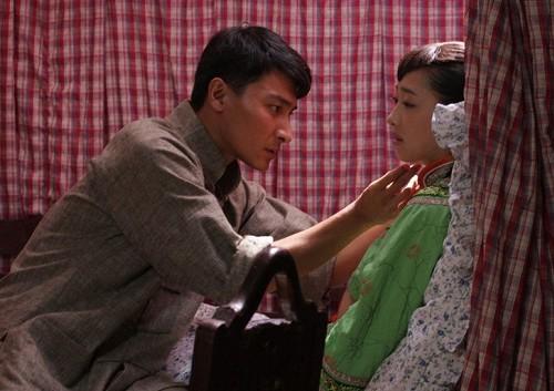 王子文等主演的民国情感大戏《刺青海娘》即将接近尾声,新晋青年演员