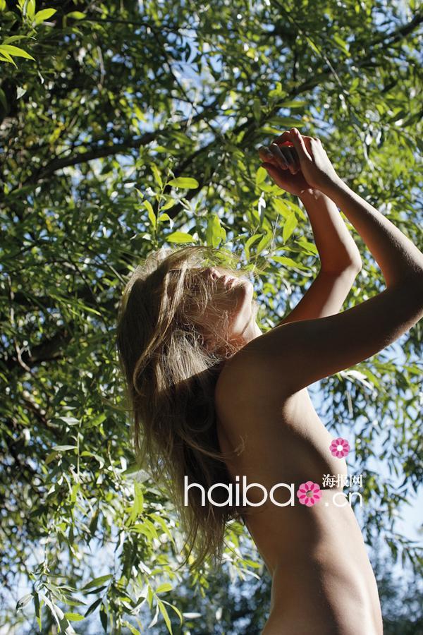 超模全裸出镜,引爆眼球!艾妮可·米哈莉克 (Eniko Mihalik) 、Leigh Yeager最新劲爆时尚大片赏!