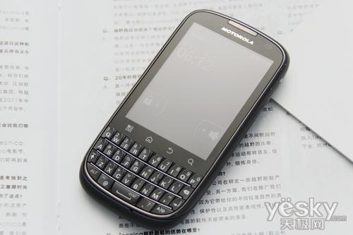 图为:摩托罗拉 ME632 手机 机身正面