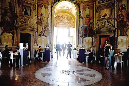 圆顶别墅里,古老的艺术装璜与意大利高级珠宝交相辉映