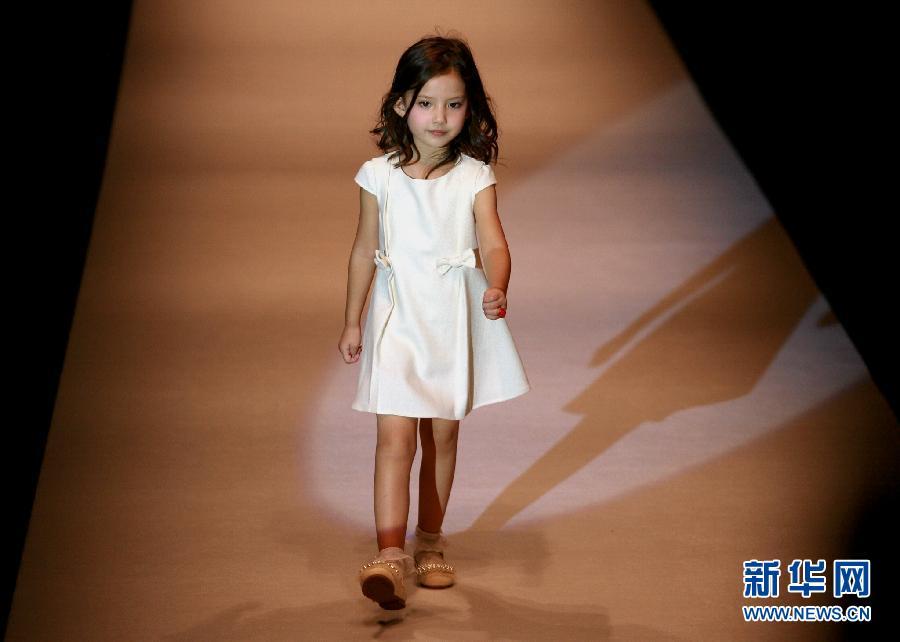 小模特演绎精彩童装世界秀上海时装周_新闻图站_中国广播网