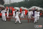 图文:北京国际车辆模型赛开幕 表演太极八卦掌