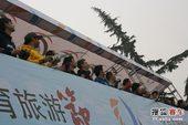 图文:北京国际车辆模型赛开幕 运动员操控赛车