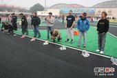 图文:北京国际车辆模型赛开幕 选手赛车就位