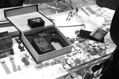 电子市场内公开销售的窃听器。