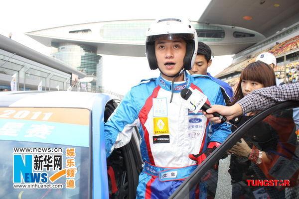 李连杰慈善赛车钱嘉乐夺冠 黄宗泽徐子珊首轮出局