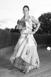李娜身穿水墨拼色印花长裙,脚穿红色天鹅绒高跟鞋,为网坛年终总决赛拍摄官方宣传照 图CFP