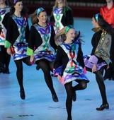 图文:第七届全国城运会闭幕 爱尔兰乐团在表演