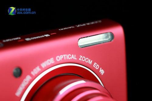 图为:尼康S6200闪光灯
