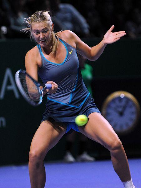 图文:莎娃0-2不敌斯托瑟 莎娃正手击球