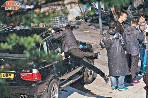 城城拍戏敬业,危险动作也亲自上阵。