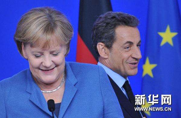 10月23日,在比利时首都布鲁塞尔,英国首相卡梅伦抵达欧盟总部参加欧盟首脑会议。当天,欧盟领导人在布鲁塞尔举行首脑会议,寻求应对欧债危机全面解决方案。新华社记者叶平凡摄