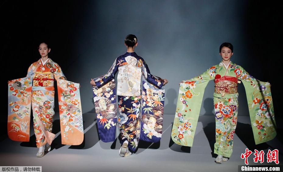 日本东京上演优雅和服秀(图)图片