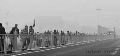 2011年10月20日,北京,你找得到天安门吗? (杨罡 CFP/图)