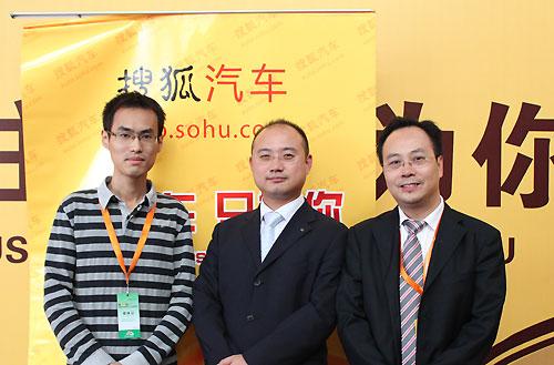 童兵先生(中)、丁敏华先生(右)与搜狐汽车合影