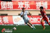 图文:[中超]青岛3-0天津 于大宝郑龙狂飙