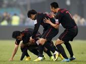图文:[中超]北京2-3陕西 曲波欢庆