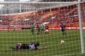 图文:[中超]广州3-0杭州 姜波扑出点球