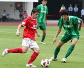 图文:[中超]广州3-0杭州 孔卡控球