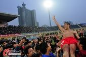图文:[中超]南昌0-0上海 兴奋庆祝