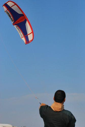 """""""据了解,风筝冲浪和滑翔伞一样都属于200米以下低空运动,不需要任何"""