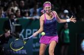 图文:WTA年终总决赛科维托娃捧杯 对手回球