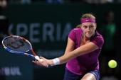 图文:WTA年终总决赛科维托娃捧杯 奋力救球