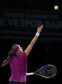 图文:WTA年终总决赛科维托娃捧杯 发球瞬间