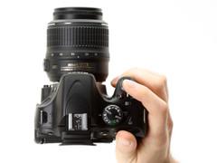 图为:尼康单反相机D5100