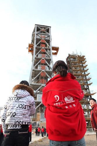网友参观东方红卫星基地