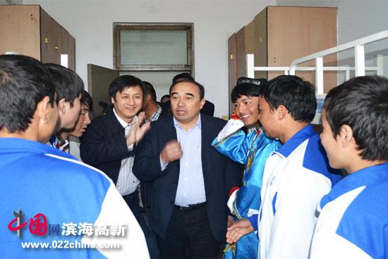 新疆教育厅调研组到天津民族中专考察内职班工