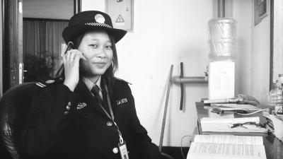 6名女大学生 校内兼职做保安(图)