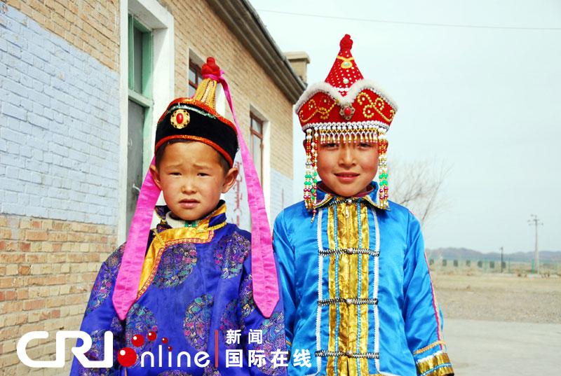 新疆蒙古族儿童传统服饰