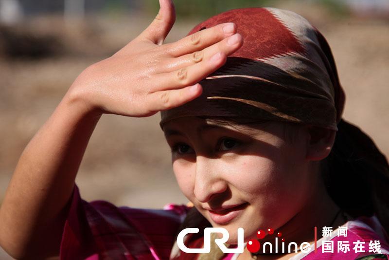 哈萨克族等少数民族妇女爱着