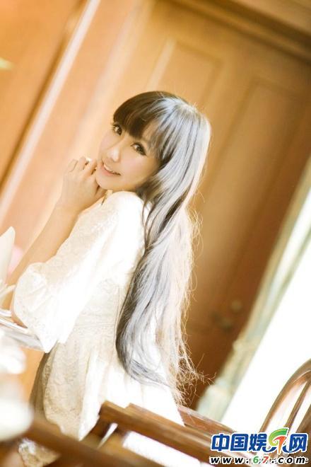 陈冠希16岁嫩模新女友私密照(图)