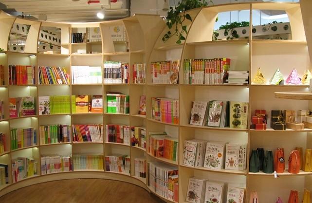 似乎并没有消灭传统书店的意图