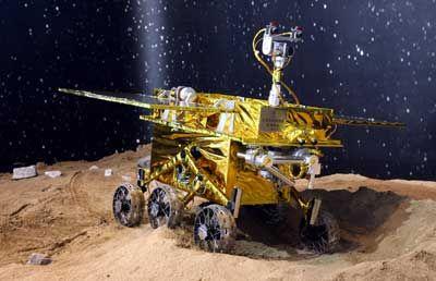 资料图:在2006年珠海航展上亮相的国产月球车。