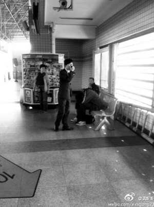 高中生相助站台众人晕倒(图)-搜狐滚动加拿大学分政策高中图片